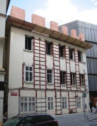 Svazovaný dům