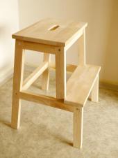 Nová dřevěná stolička