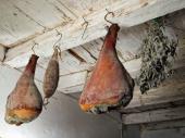 Ve spíži se některé potraviny dříve také zavěšovaly, kvůli hlodavcům