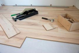 Pokládka dřevěné plovoucí podlahy - materiál a nářadí