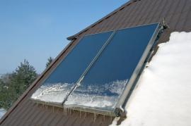 Námraza na spodní části solárně termických kolektorů