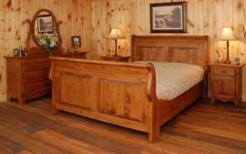 Masivní postel a komoda