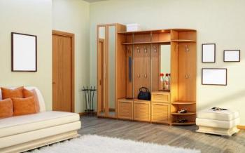 Předsíňová skříň v obývacím pokoji