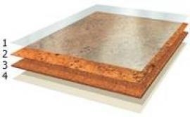 Skladba korkové plovoucí podlahy: 1 - vinylová fólie, 2 - dekorativní korková dýha, 3 - korkový aglomerát, 4 - protitažná vinylová vrstva