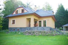 Kamenný sokl domu