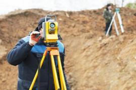 Geodetické práce na stavbě