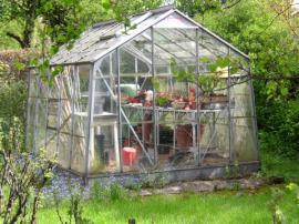 Skleník je oblíbenou součástí zahrad, a to i pro pěstitele cizokrajných rostlin v mobilních nádobách