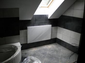 Topný kámen v koupelně