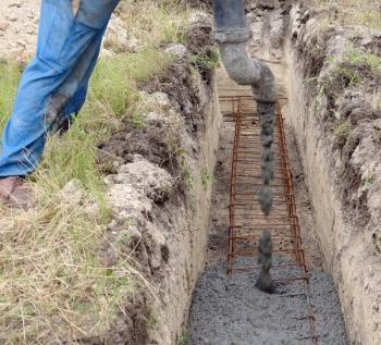 Betonování základové spáry, provádí se nejpozději na přelomu podzimu a zimy, s ohledem na aktuální počasí