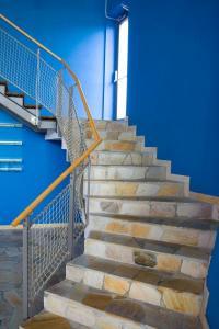 Mramorový obklad schodiště