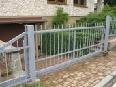 Kovová brána a oplocení