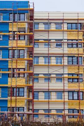 Zateplování obálky bytového domu a realizace nové fasády
