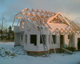 Vaznicová soustava krovu, stanová střecha s boční mansardou