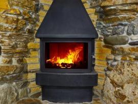 Vhodným doplňkovým zdrojem tepla jsou například krbová kamna v hlavním obytném prostoru