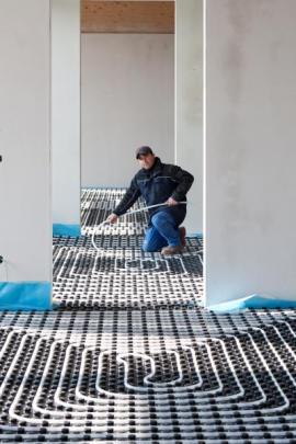 Pokládka teplovodního podlahového topení