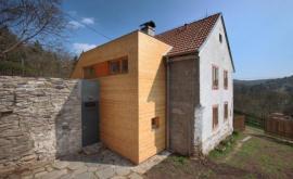 Unikátně rekonstruovaný dům s dřevěnou přístavbou