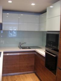 Smaltované kalené sklo v kuchyni