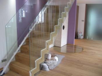 Skleněné schodišťové zábradlí