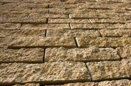Opěrná zeď z betonových tvarovek