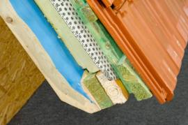 Průřez střechou s nadkrokevní izolací