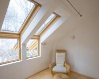 Lomená fasádní střešní okna