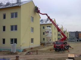 Využití pracovní plošiny u bytového domu