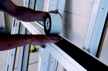 Montáž okna pomocí komprimované pásky illmod Trio+