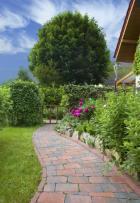 Dlážděný zahradní chodník