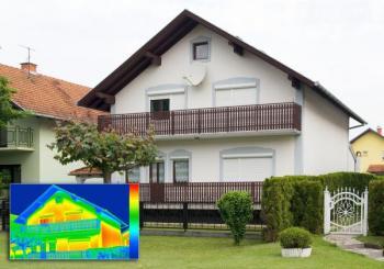 Snímek domu termokamerou, tento ilustrační obrázek však klame, v ročním období, které na snímku vidíte, nelze snímky termokamerou pořizovat