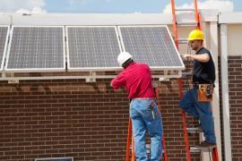 Montáž fotovoltaických panelů na fasádu