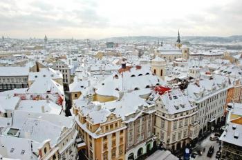 Zasněžené pražské střechy