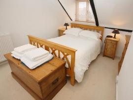 Masivní nábytek v ložnici