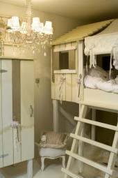Masivní nábytek v dětském pokoji
