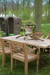 Masivní zahradní nábytek