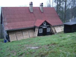 Plechová střecha před renovací