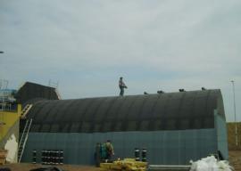 Hydroizolace atypické střechy modifikovanými asfaltovými pásy, muniční sklad letecké základny Čáslav