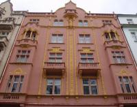 Rekonstruovaná fasáda bytového domu bez zateplení