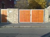 Brána a branka křídlová s dřevěnou plotovou výplní