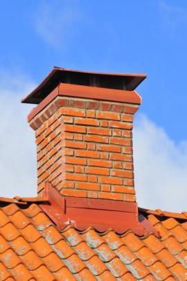 Oplechování komína a plechová komínová stříška