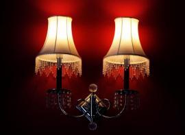 Nástěnné lampy vytvářejí v místnosti atmosféru