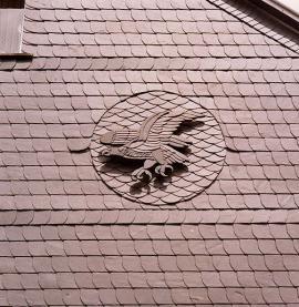Speciální použití břidlice - emblém na střeše z břidlice