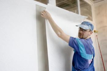 Nalepování tapety pod oknem