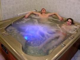Hydromasážní vana není jen pro samotáře
