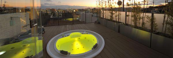 Chromoterapie a hydromasáž na terase
