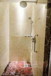 Vydlážděný sprchový kout