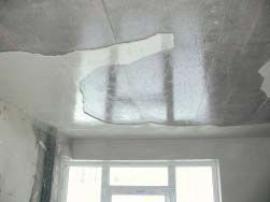 Kondenzace vody na stropě
