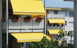 Markýzy chránící balkóny a balkónová okna a dveře