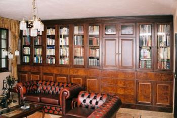 Obývací pokoj z masivu - knihovna