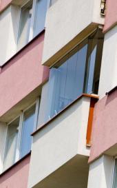 Kompaktní desky jako zasklení balkónu