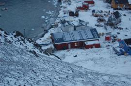 Osada Niaqornat v Grónsku čítá 50 domů. Zde byla realizována stavba prvního obchodu se skladem, kterou pro soukromého investora realizovala společnost FAGUS a.s. a která  zde provedla zastřešení systémem Lindab Roof.